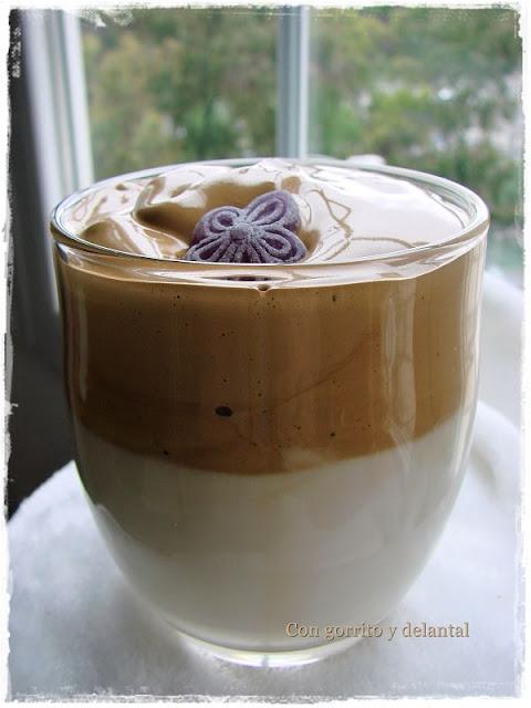 dalgona-coffee-con-gorrito-y-delantal