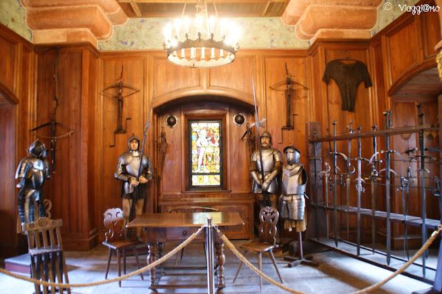 La bella Sala d'Armi nel castello di Haut Koenigsbourg