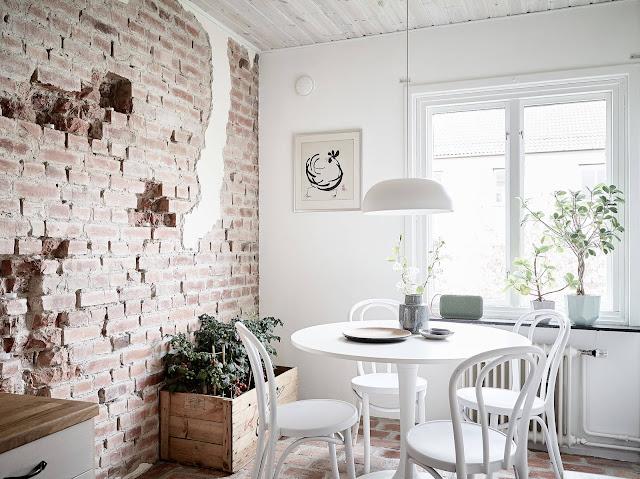 sufragerie cu caramida expusa