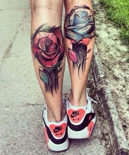 Um perfeito rose tatuagem para mulheres com grande tatuagem de estilo. É delicado e ainda forte, assim como todas as mulheres lá fora.