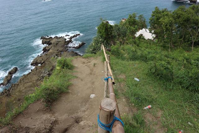 Perjalanan Menuju Bukit Pengilon