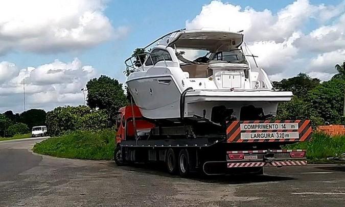 PRF flagra caminhoneiro transportando lancha sem AET e com uma série de outras irregularidades