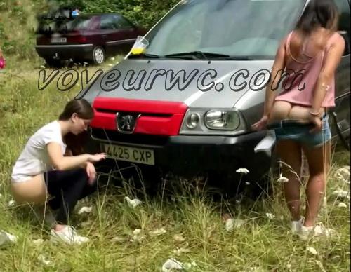 Girls Gotta Go 64 (Voyeur pee videos - Drunk spanish chicks peeing in public at festival)