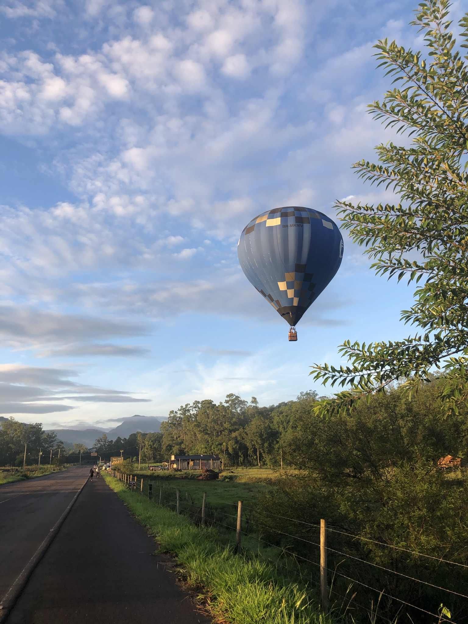 maravilhada com os balões Praia Grande-SC