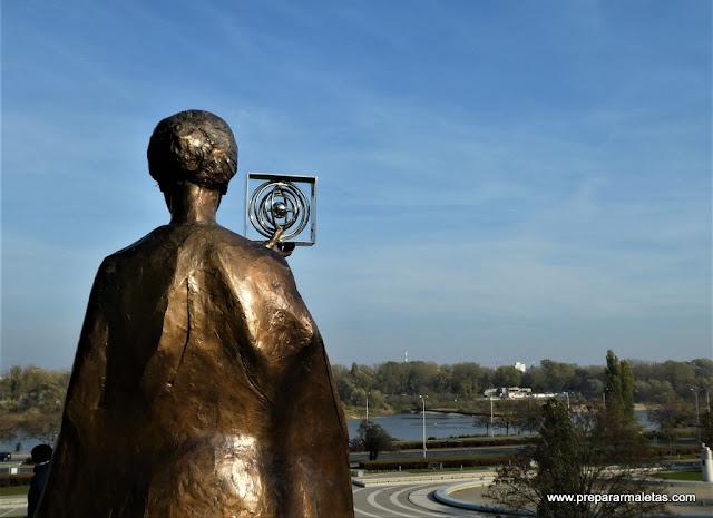 monumento a Marie Curie en Varsovia