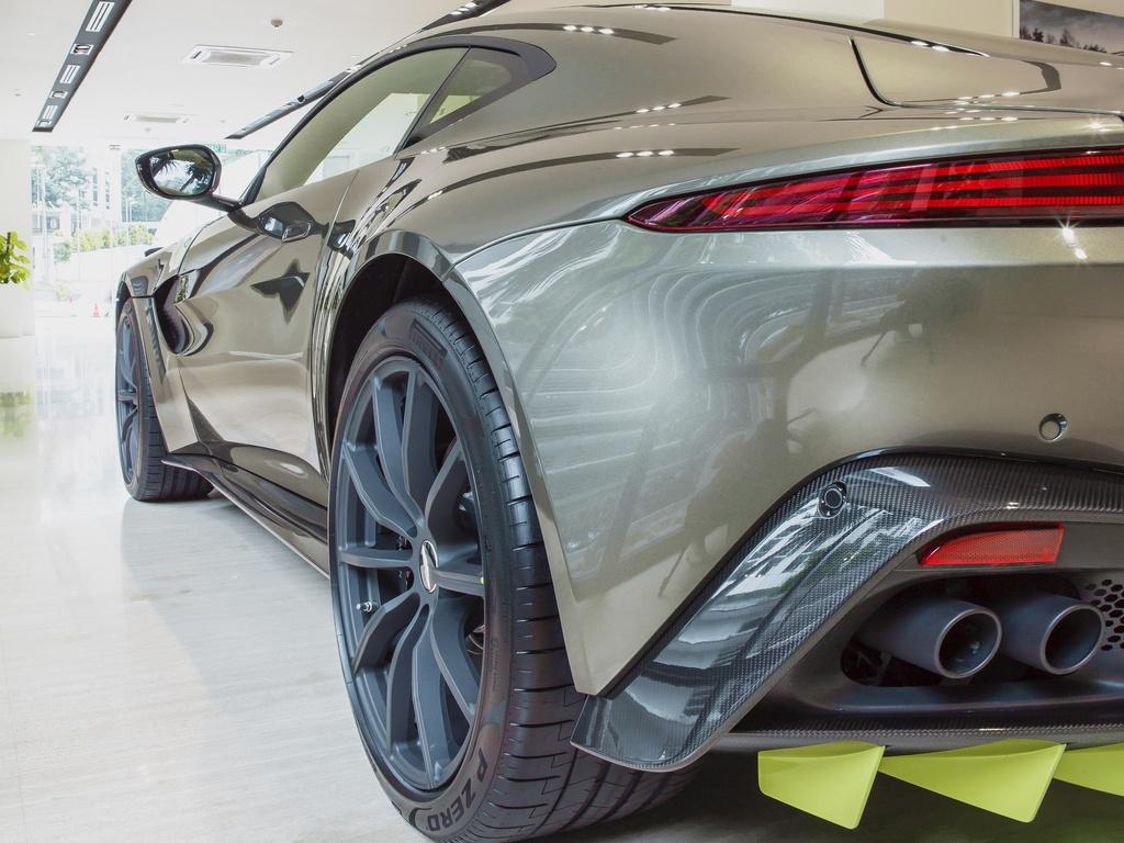 Aston Martin ra mắt chiếc Vantage AMR độc nhất tại Malaysia