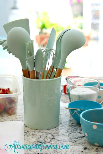 spring, bake, baking, homemaker, homemaking, dessert, rhubarb, easy
