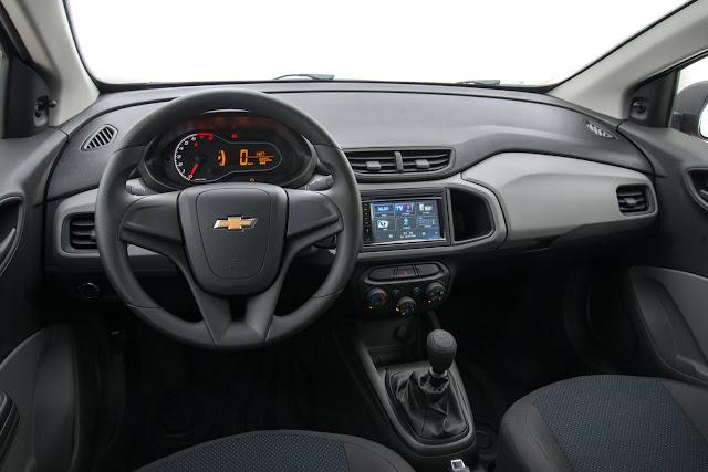 Novo Chevrolet Onix Joy 2017 - interior - sistema MyLink 2