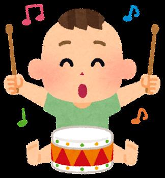 楽器で遊ぶ赤ちゃんのイラスト(太鼓・男の子)