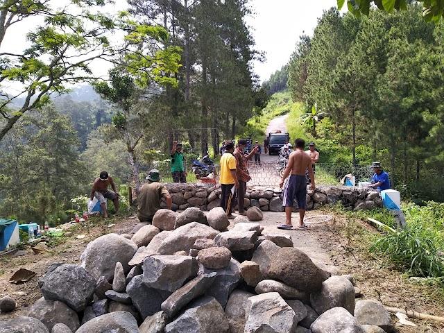 Jalan Perbatasan Antar Kabupaten Ponorogo Dan Trenggalek Di Tutup Permanen, Di Demo Masyarakat