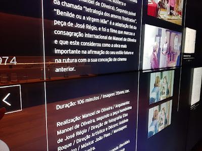 descrição em painel interativo sobre filme de Manoel de Oliveira