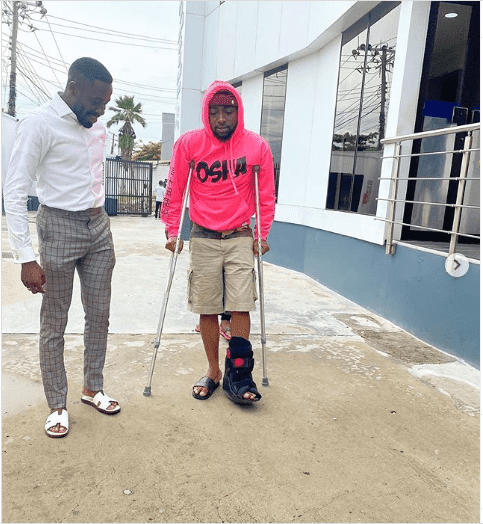 Gist: Davido Involved In Accident, Now Walks Using Crutches (Photos)
