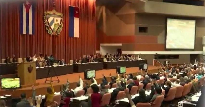 Cuba aprueba por unanimidad nueva Constitución y será sometida a referéndum en febrero del 2019