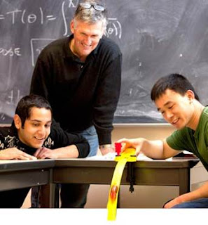 स्टूडेंट-टीचर डुओ सिर्फ साबित समय यात्रा किसी भी विरोधाभास के बिना संभव है