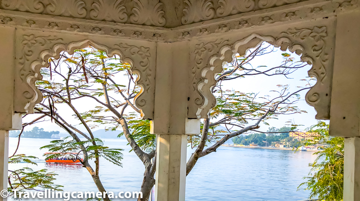 Udaipur city is full of these jharokhas all across and some of them offer great views. Above photograph is clicked around Fateh Sagar lake, when we were walking back to our hotel around Lake Pichola.