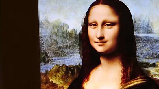 Mona Lisa viva que segue público com o olhar