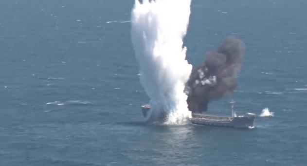Βίντεο: Τουρκικό υποβρύχιο βυθίζει με τορπίλη παροπλισμένο πετρελαιοφόρο