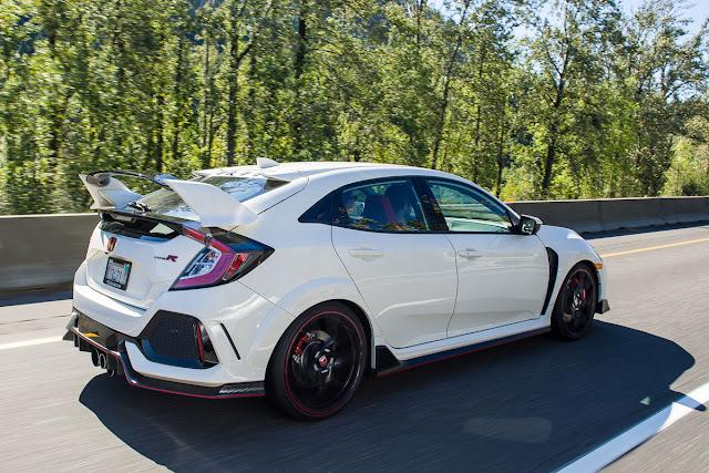 2017 Honda Civic Type R Driving