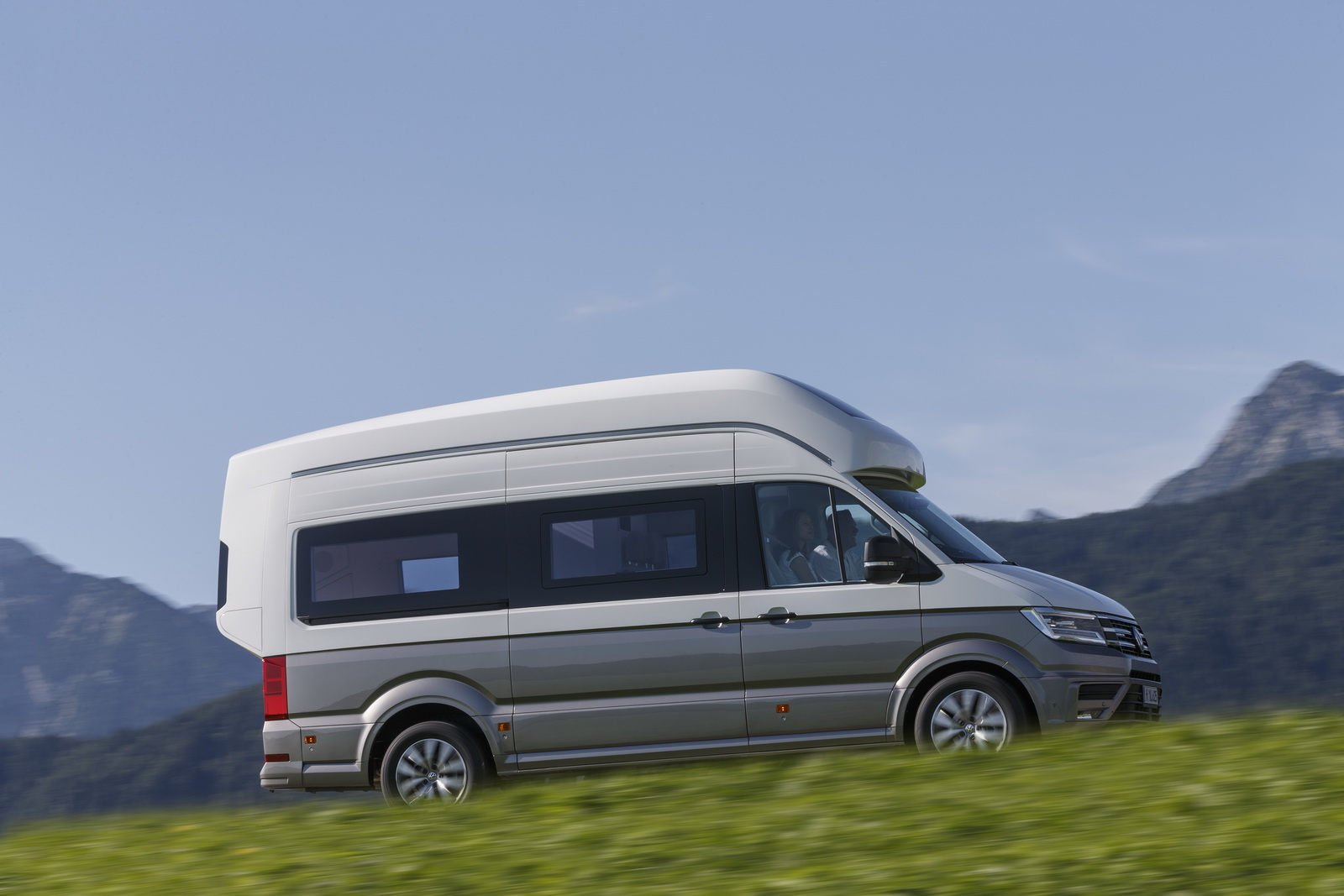 Campervans For Sale >> VW California XXL Concept Is Big Camper Van For Globetrotters [41 Pics] | Carscoops