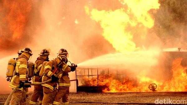 Kebakaran Basement Apartemen Taman Sari Jaksel, 23 Unit Damkar Dikerahkan