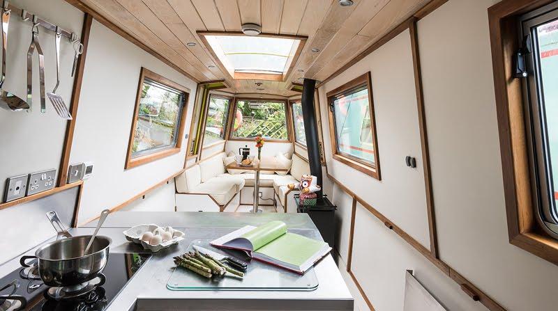 Dormire nelle case più belle di Londra la casa galleggiante a Little Venice living