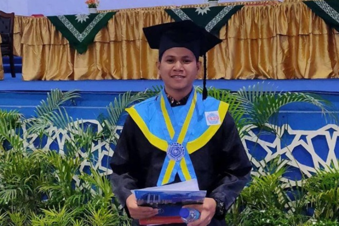 Dapat IPK 4.0, Mahasiswa Asal Bone Jadi Wisudawan Terbaik Unismuh Makassar