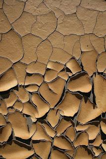 Wallpaper HP Kaca Pecah Coklat