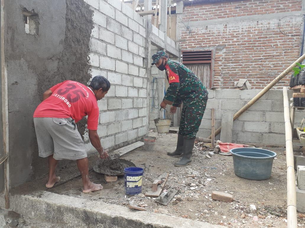 Melalui Program Rutilahu, Babinsa 0801/10 Punung Bantu Warga Miliki Tempat Tinggal yang Layak