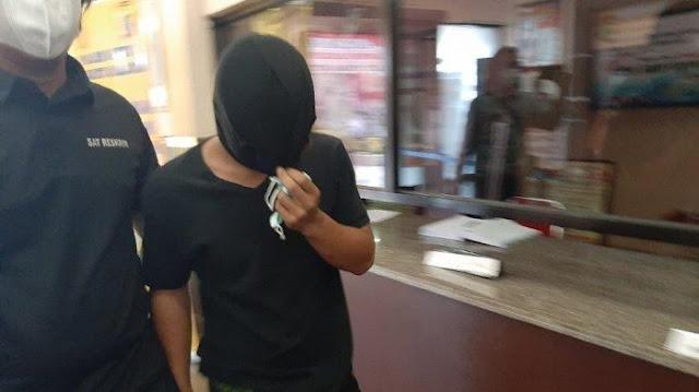Masuk ke Polres Jaksel Bawa Pisau, Pecinta Habib Bahar Sebut Dapat Undangan dari Grup WA