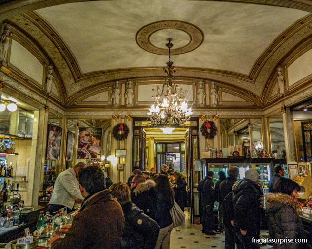 Caffè Gambrinus, cafeteria tradicional de Nápoles, Itália