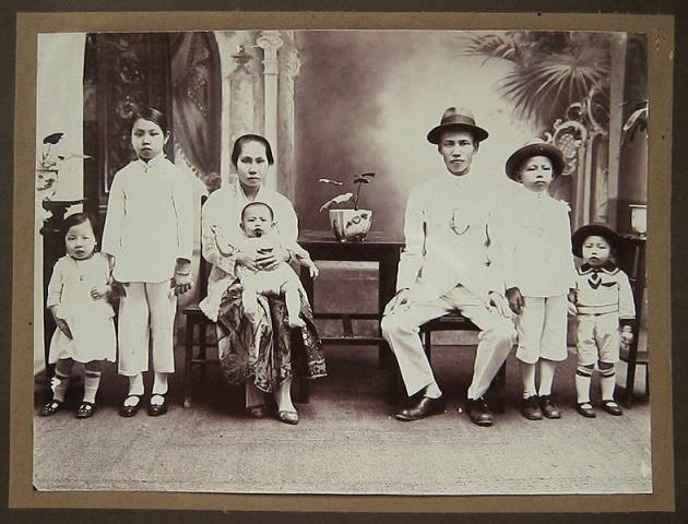 old vintage gallery budaya peranakan indonesia