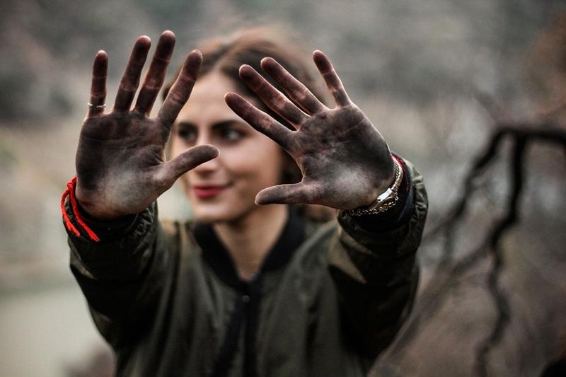 Kadının elinin kiri