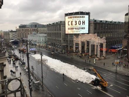 Στη Μόσχα βιώνουν τον πιο θερμό χειμώνα εδώ και 140 χρόνια - Φέρνουν τεχνητό χιόνι με φορτηγά