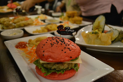 Redzone Cafe, Kekinian dengan Menu-Menu Kombinasi Western dan Lokal