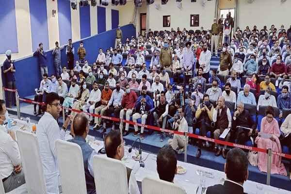 faridabad-grievance-committee-meeting-dcm-dushyant-chautala