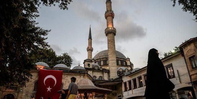 """Θα βρεθούν χρήσιμοι ηλίθιοι να στηρίξουν την τουρκική """"soft power""""… και τον Χαλίτ Ερέν;"""