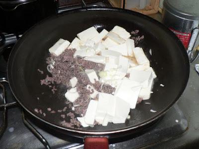 豆腐を炒れる