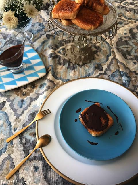Torrijas-al-horno-con-chocolate-fluido