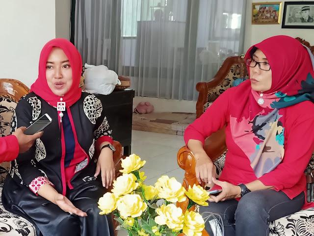 Nurul Rohma, istri dari Komandan Batalyon 527 Lumajang Letkol INF Totok Prio Kismanto, SE