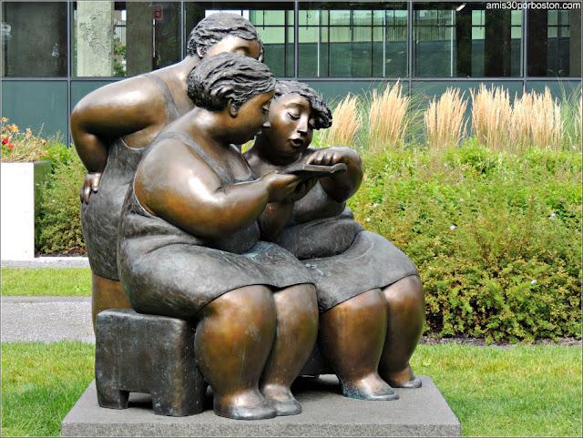 Escultura La Liseuse de Rose Aimée en el Viejo Quebec