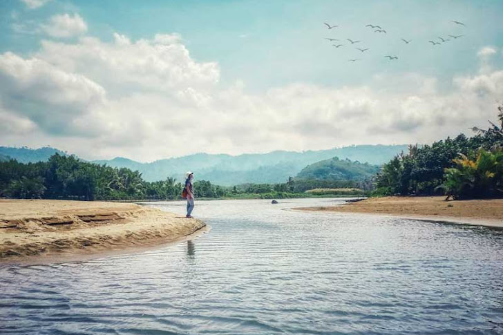 Pantai Sipelot Malang - Fasilitas Wisata, Harga Tiket Masuk dan Rute