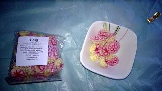 Gelb-Rote Bonbons mit Himbeere Vanille Geschmack