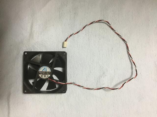 電源の冷却ファンのコードが長いです