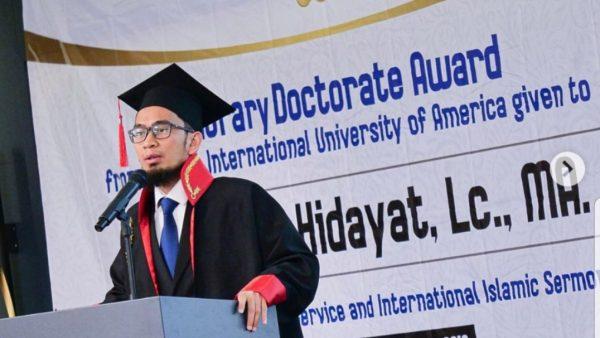 Ustadz Adi Hidayat Terima Gelar Doktor Honoris Causa di Turki