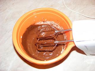 retete preparare prajitura din galbenusuri unt si ciocolata, crema de ciocolata pentru prajitura desteapta,