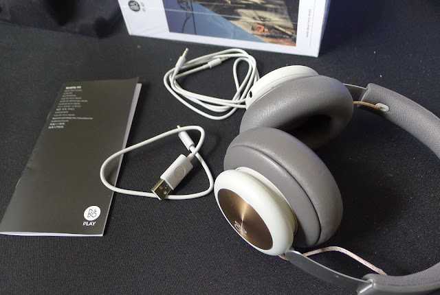 B&O BeoPlay H4 packaging contents