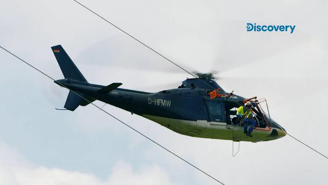 《直昇機勇者》任務一:直升機「奧古斯塔A109機型」電纜上組裝「鳥類保護標示器」