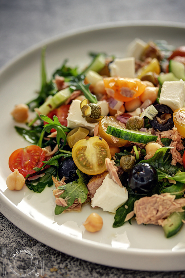 Mediteranska tuna salata sa leblebijom