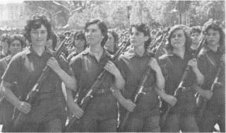 Ejército Popular – Ejército de la Revolución - Arif Hasko - en el 30 aniversario del Ejército Popular de Albania - año 1973 Mujeres+en+el+ELN+Albania+1