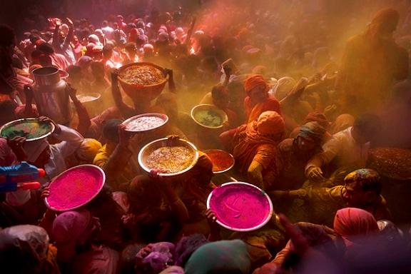 http://1.bp.blogspot.com/-y8Zj5nUMSKI/UUqyGHDMwMI/AAAAAAAAGaY/poiBxHQC7t0/s1600/holi+india.jpg